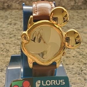 Vintage NWT Mickey Mouse Gold Tone Wrist Watch.
